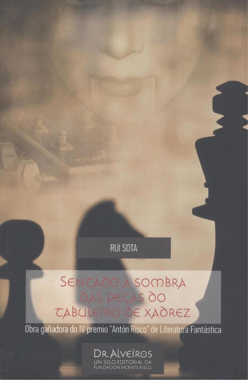 SENTADO À SOMBRA DAS PEÇAS DO TABULEIRO DE XADREZ