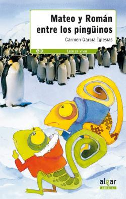 Mateo y Román entre los pingüinos